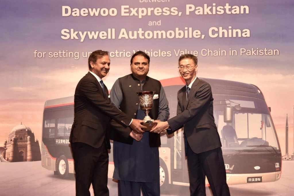 Daewoo Express Pakistan and Skywell Automobiles Agreement